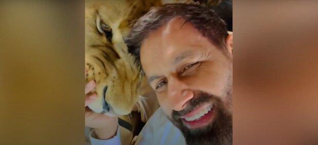 Джавід Саїд і лев