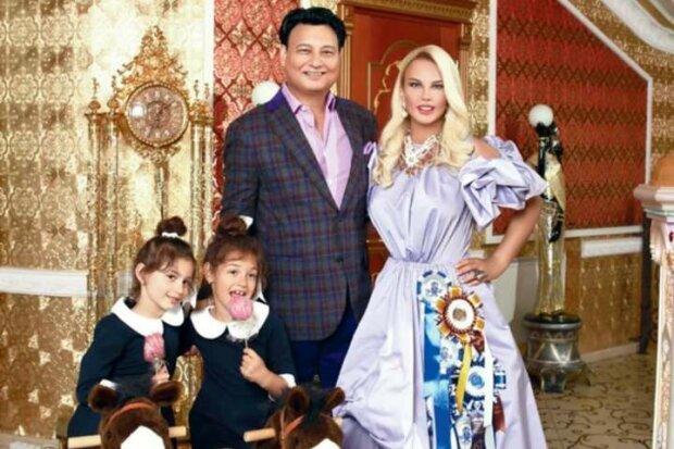 Співачка Камалія із родиною