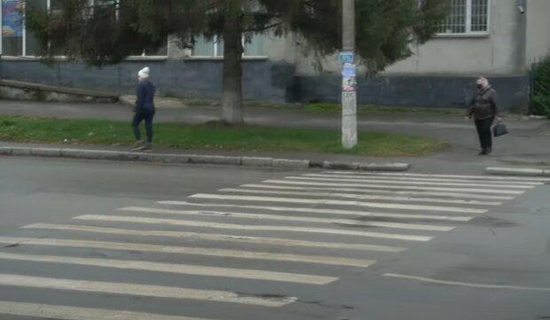 Чиновник збив на переході лікарів, скріншот із відео