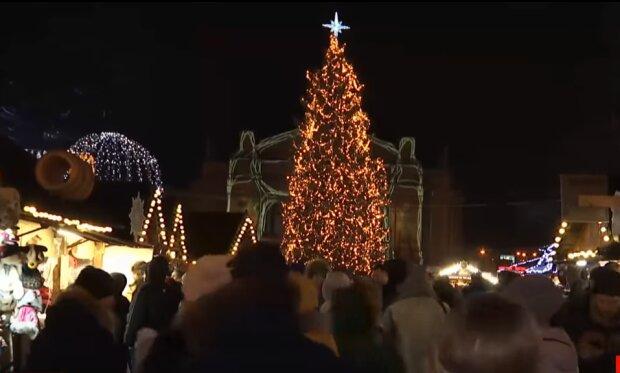 Новорічне святкування, скріншот із відео