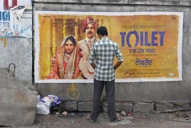 Як в Індії зупиняють людей від справляння потреби на стіни