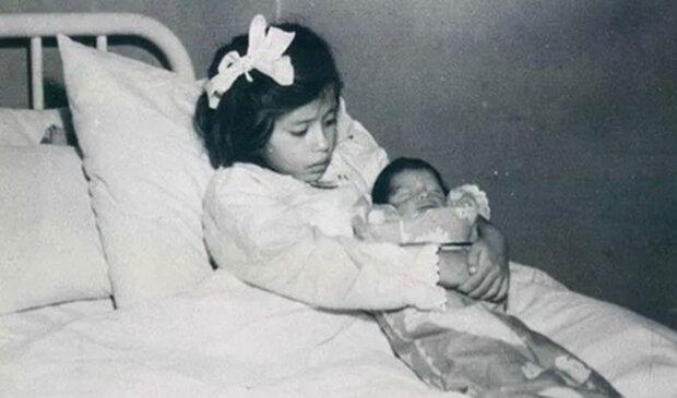 дівчинка народила в п'ять років