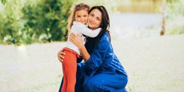 Ілона Гвоздьова з донечкою