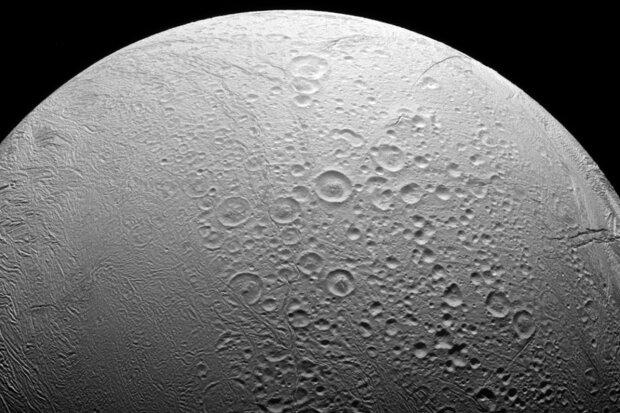 Енцелад, таємничий Місяць Сатурна