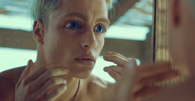 Хлопець з величезними очима з кліпу Лободи