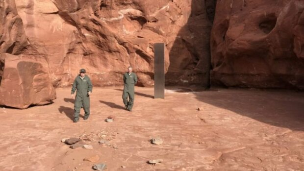 У пустелі США знайшли загадковий металевий Моноліт