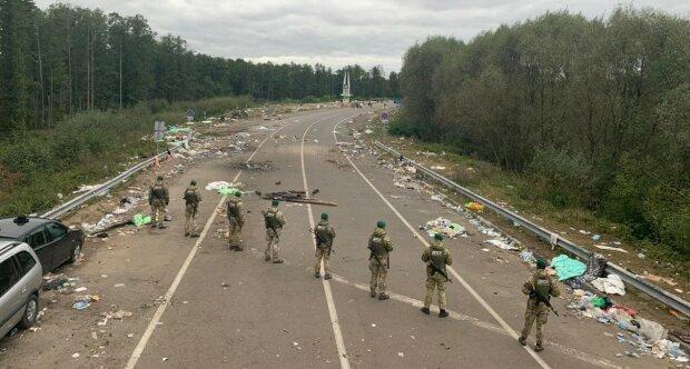 Хасиди перетворили кордон України на сміттярку