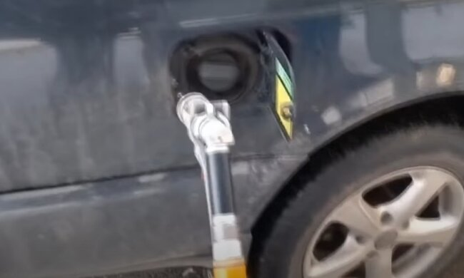 Радість для водіїв: в Україні сильно впали ціни на паливо