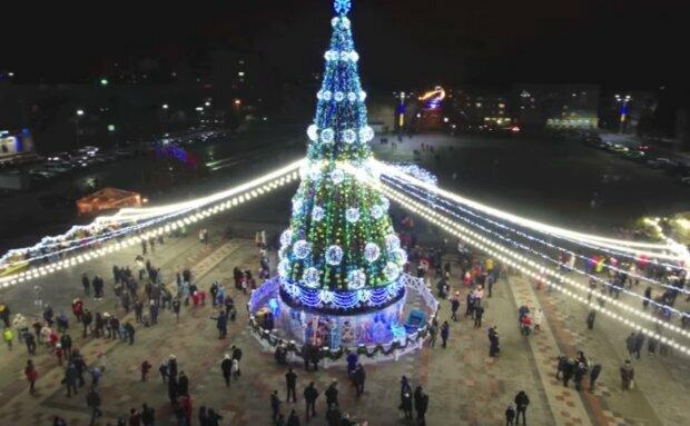 Новорічна ялинка, скріншот із відео