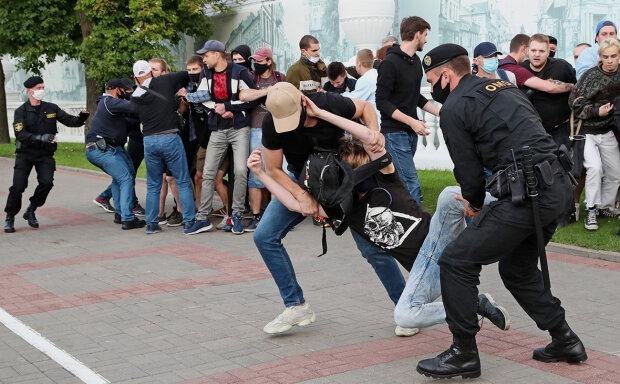 Затримання співробітниками білоруського ОМОНу