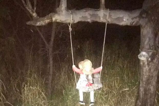 Моторошна лялька в лісі