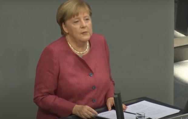 Ангела Меркель, кадр з відео
