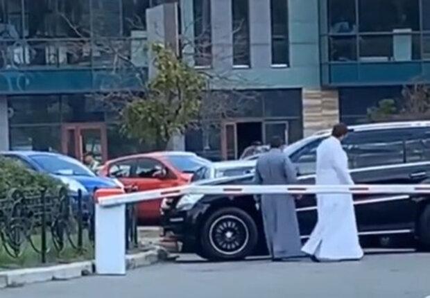 Попи розсікали Києвом на ексклюзивних Mercedes