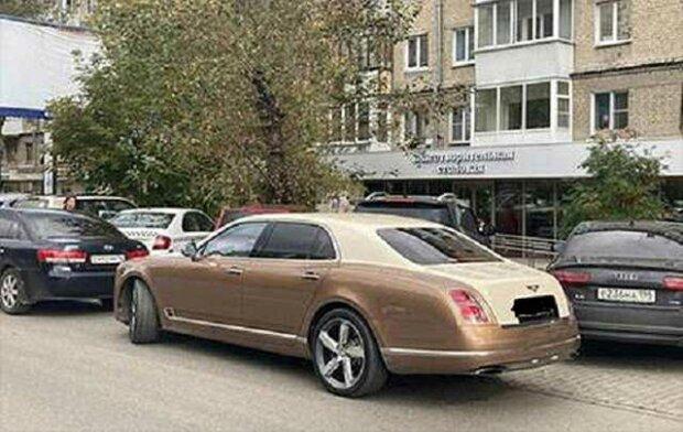 Мільярдер на золотому Bentley приїхав відкривати їдальню для бідних