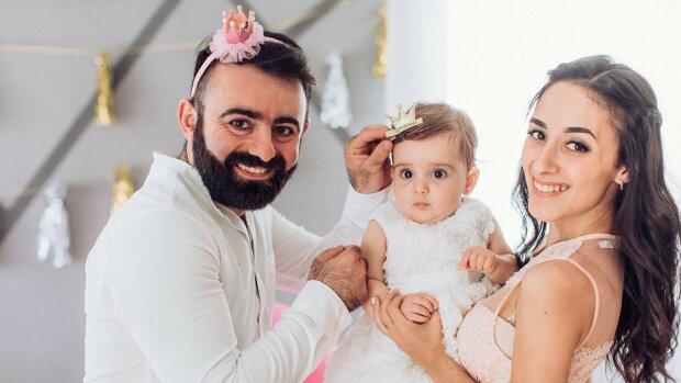 Арам Арзуманян з родиною