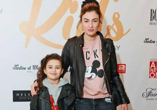 Анастасія Приходько з дочкою Наною