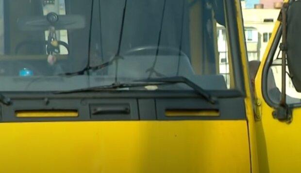 Маршрутка. Фото: скріншот відео.