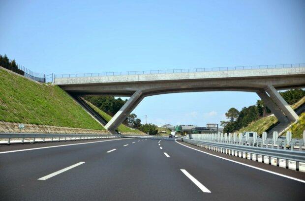 дорога шосе в Європі