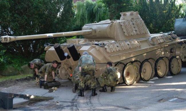 Німець зберігав у гаражі танк