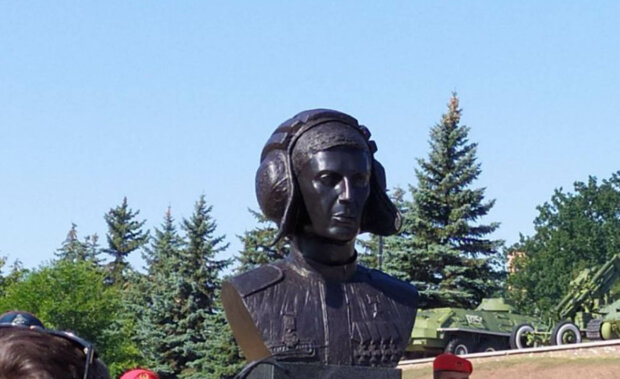 пам'ятник терористу Гіві у Донецьку