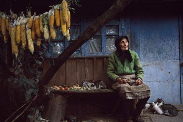 бідність \ село \ бабуся \ старенька \ пенсіонери \\ фото Слово і Діло
