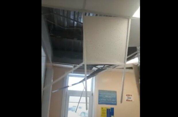 Після гучного хлопка дверима в лікарні обвалилася стеля