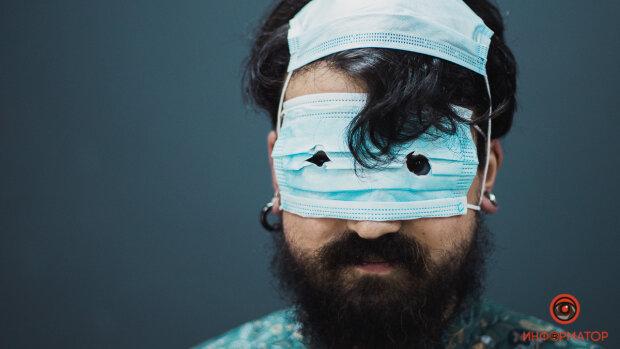 Топ способів неправильно носити маску